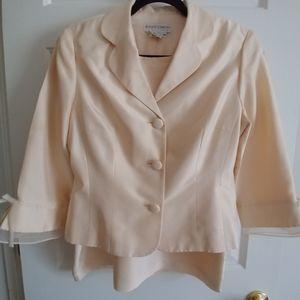 Maggy London 2 piece 100%Silk Vintage Suit